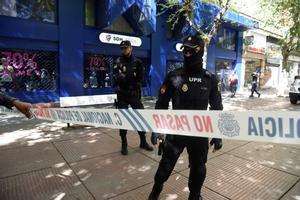 Cordón policial ante la sede del Huesca.
