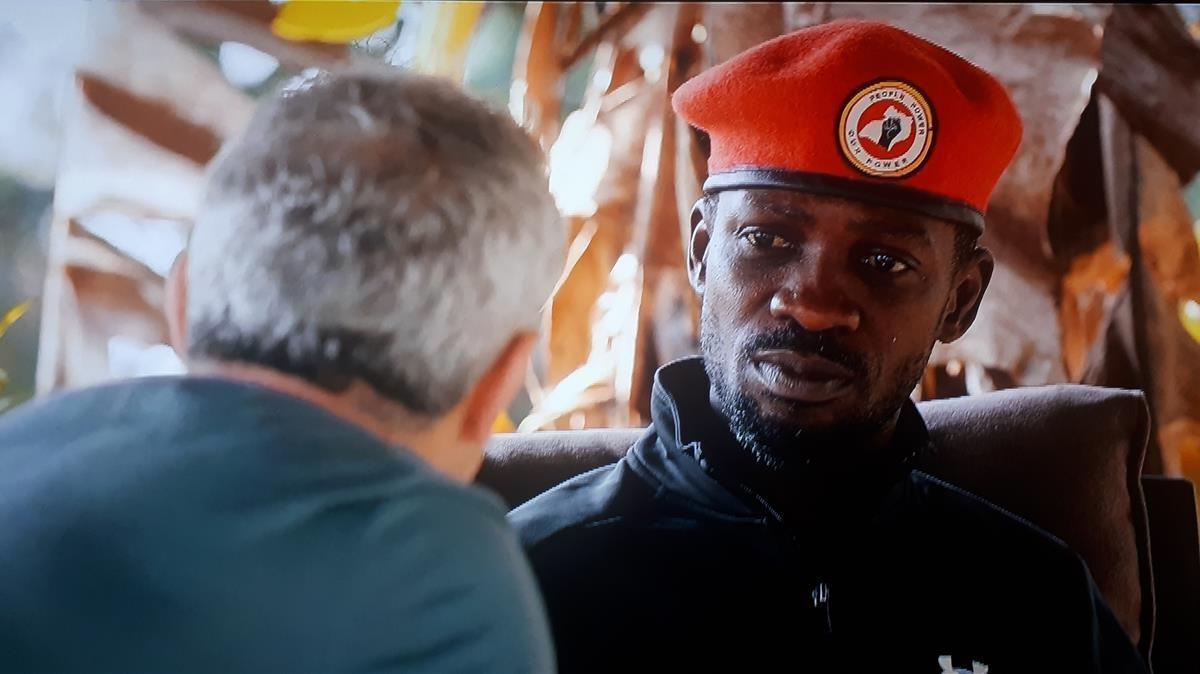 El periodista Jon Sistiaga, en Africa con Bobi Wine