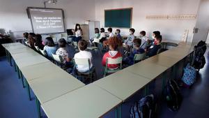 Alumnos del colegio Paderborn de Pamplona, donde este viernes los estudiantes regresaron a las aulas después de seis meses.