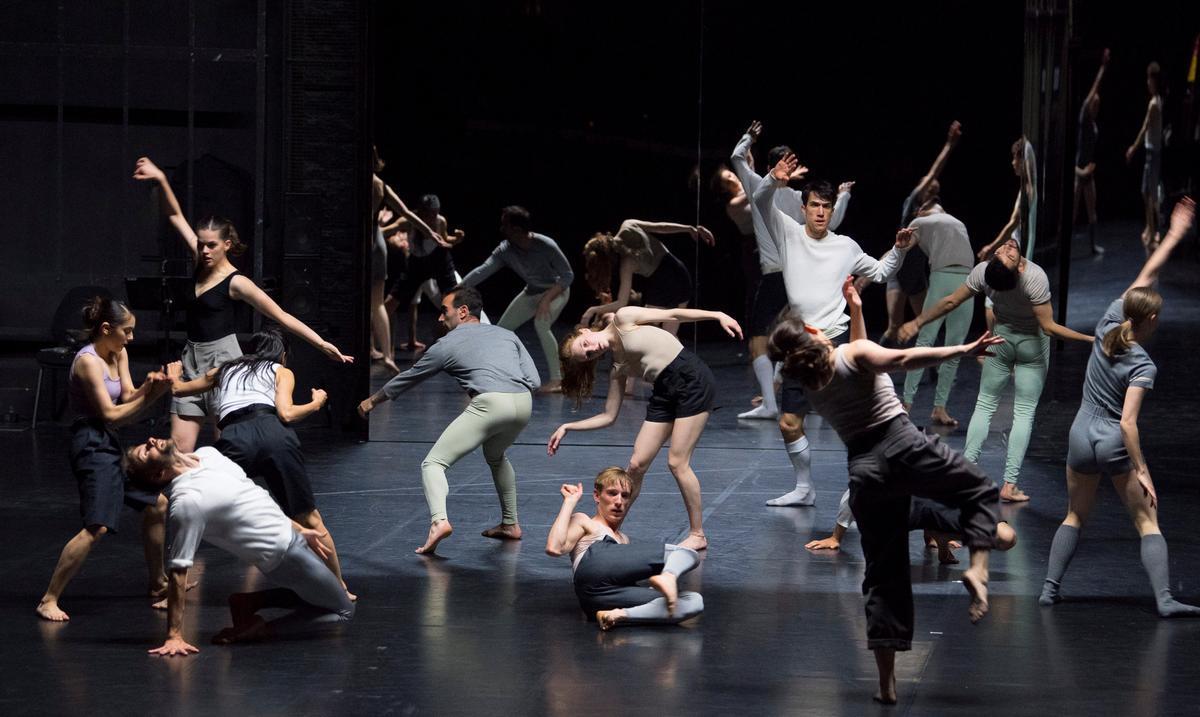 'For Four Walls', una de las coreografías de Cunnigham a cargo del Ballet de Lorraine.