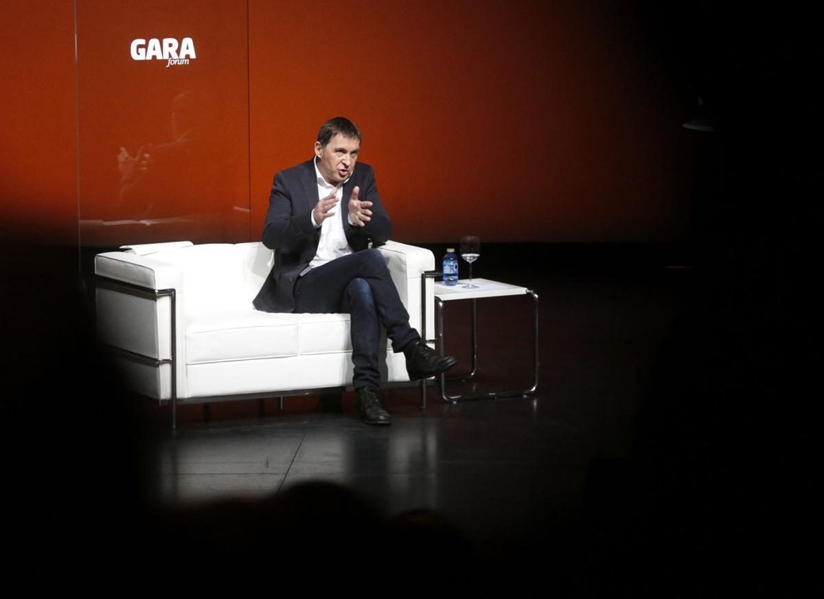 Arnaldo Otegi admitió en un forum organizado por el diario Gara que la izquierda aberzale había cometido grandes errores.