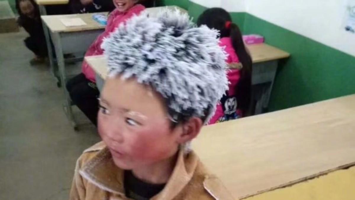 Un nen amb els cabells congelats reobre el debat de la pobresa infantil a la Xina