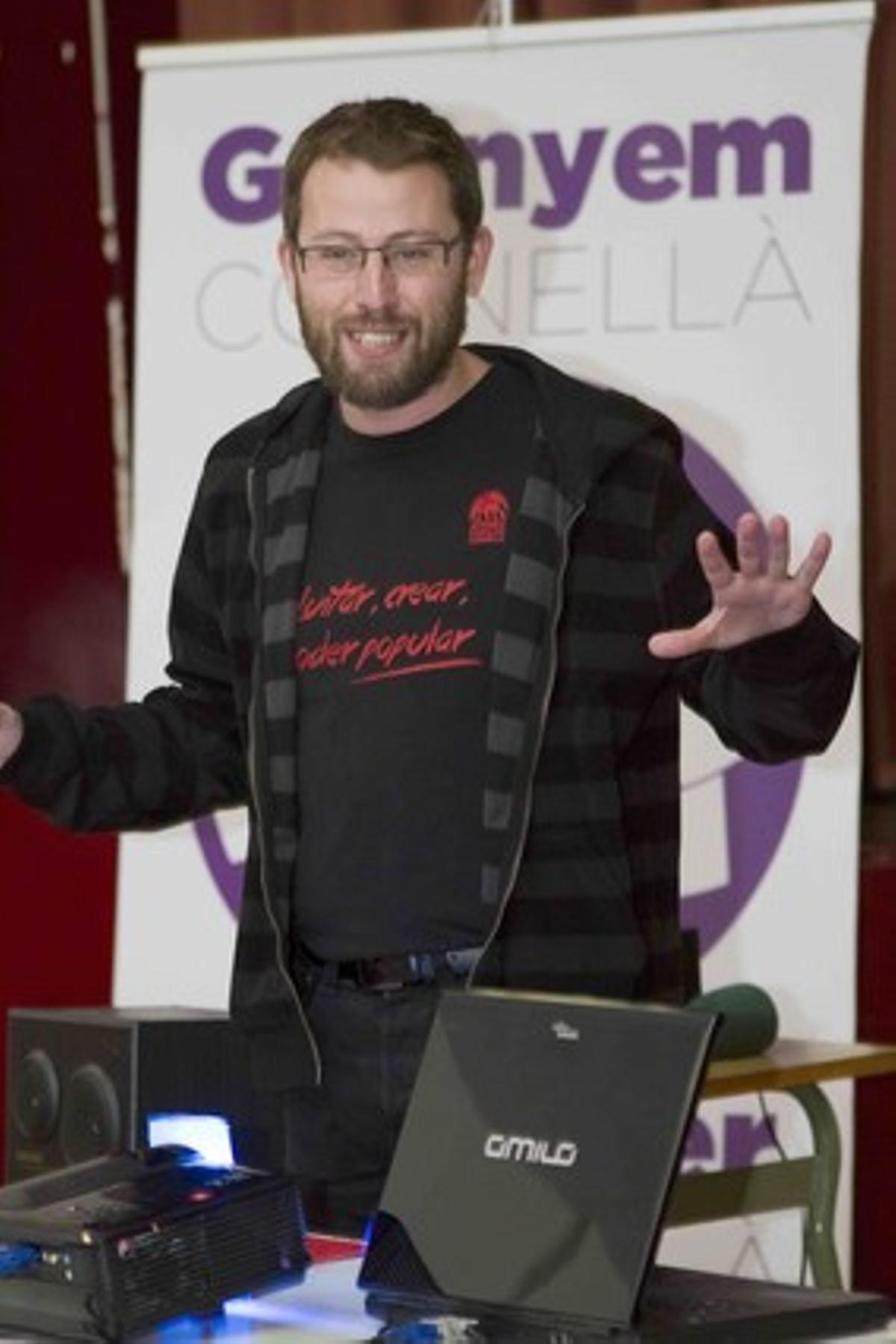 El candidat de Cornellà en comú-Crida per Cornellà, Vidal Aragonès, durant l'assemblea de divendres passat.