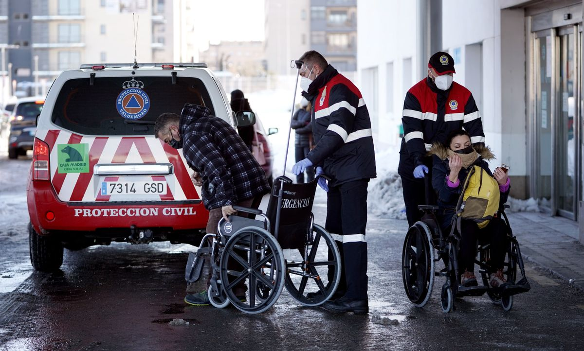 Temporal de nieve en Madrid por la borrasca Filomena. Protección civil traslada pacientes al hospital de Valdemoro.