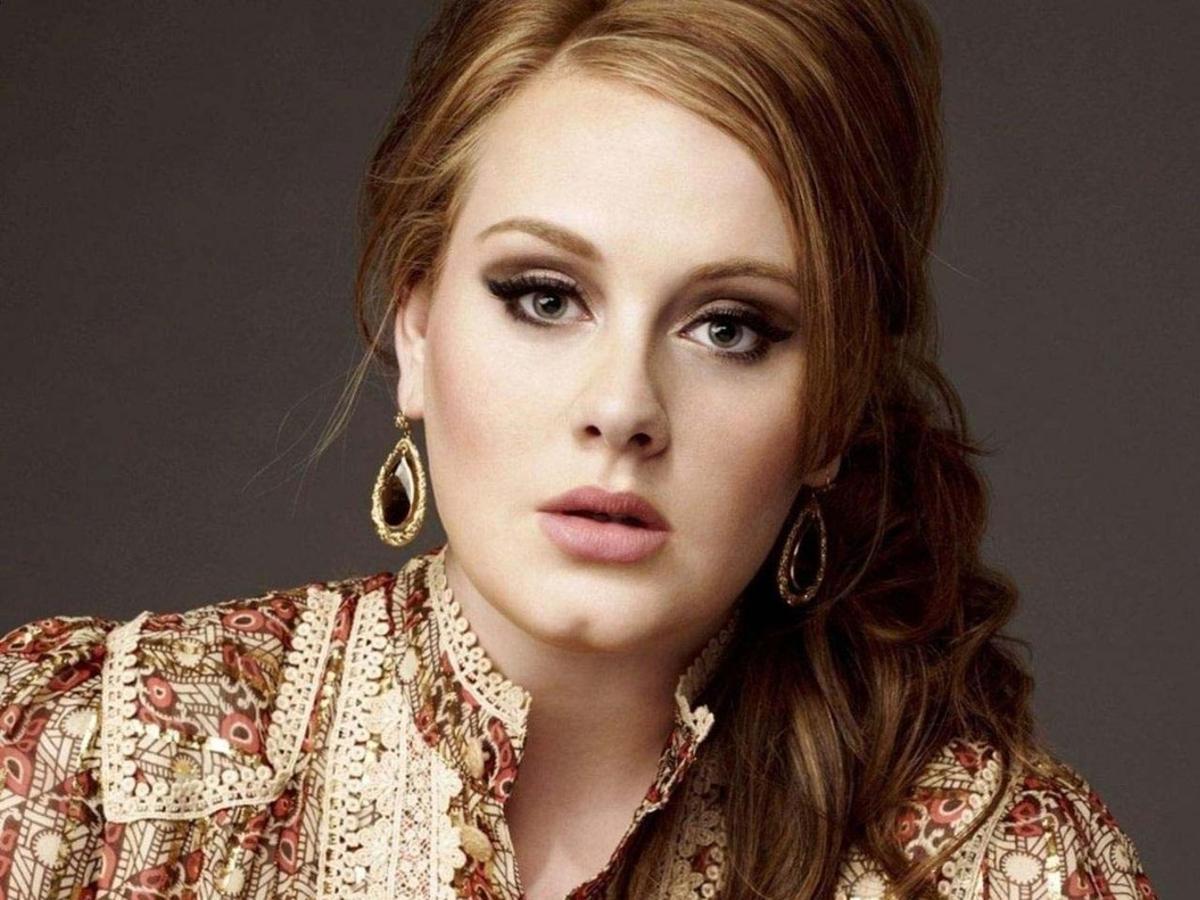 La cantante británica estaría planeando dejar de hacer giras multitudinarias para estar con su hijo, según 'The Sun'.