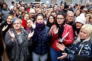 Concentración de protesta porla muerte de la niña de 8años en el Hospital de Blanes.