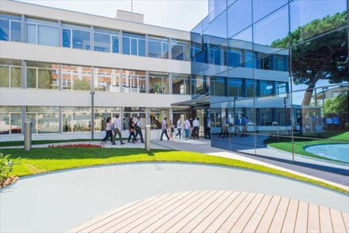 Escuela de negocios 8Exterior de las instalaciones del IESE en Barcelona