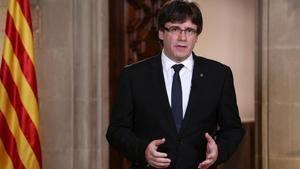 Puigdemont, durante su declaración institucional desde el Palau de la Generalitat.