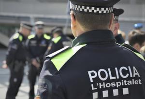 Agentes de la Guardia Urbana de L'Hospitalet de Llobregat.