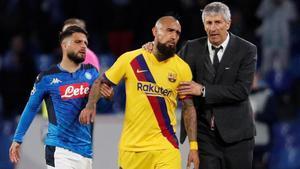 Setién y Vidal, después de que el chileno viera la tarjeta roja en Nápoles.
