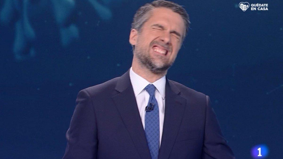 Carlos Franganillo lamentándose de su error en el Telediario de TVE.