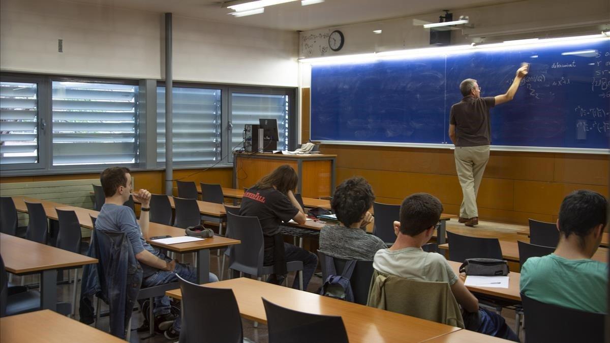 Alumnos de la Facultad de Matemáticas de la Universitat de Barcelona (UB).