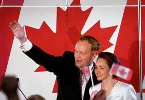 Jean Chretien y su esposa, Aline, en Quebec, en junio de 1997.