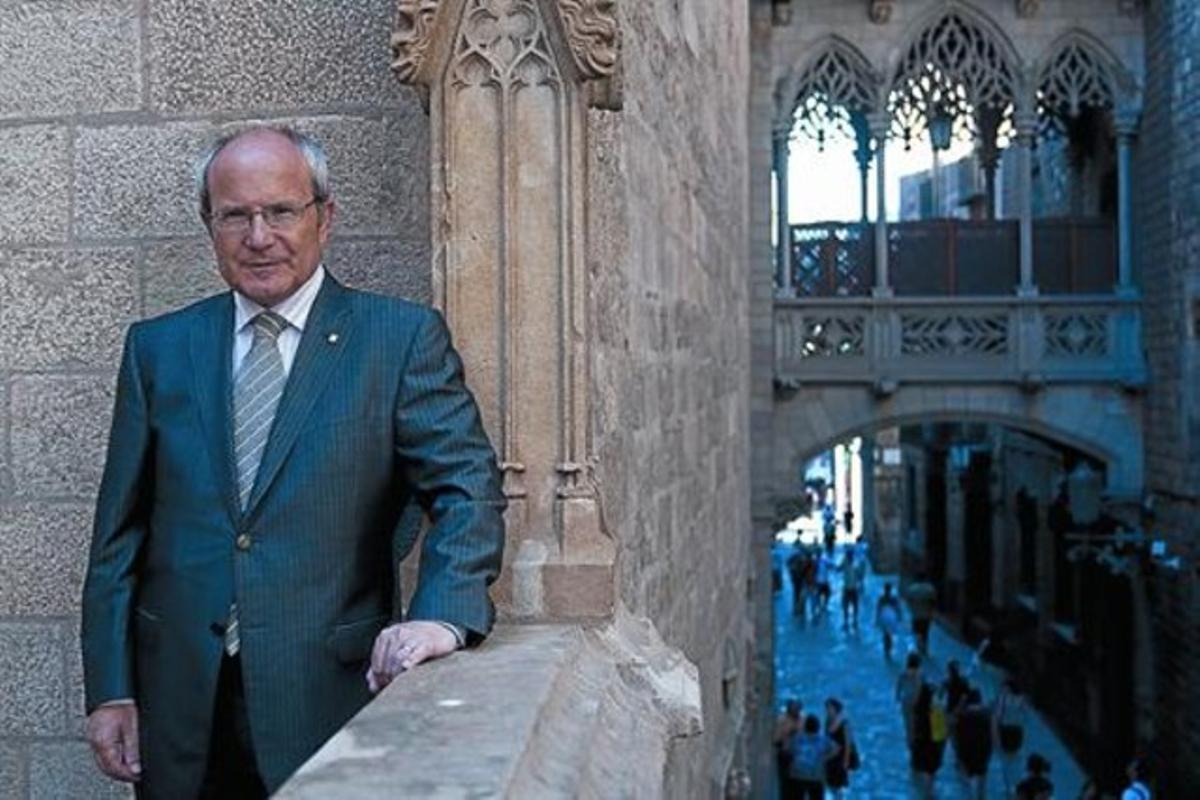 El presidente de la Generalitat, José Montilla, en un balcón del Palau de la Generalitat.