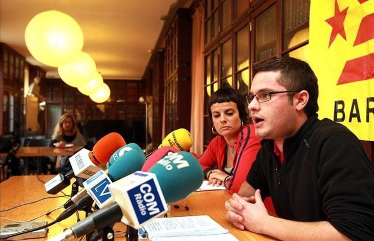 Presentación de la candidatura municipal de la CUP de los comicios del2011 para la ciudad de Barcelona. En la foto Laia Alsina yXavier Monge.