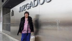 Mauricia Ibáñez, a las puertas del juzgado de familia de Burgos, el 20 de marzo de 2018.