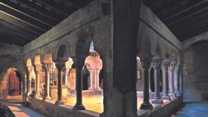 Claustro del antiguo monasterio de Santa Maria de Lluçà