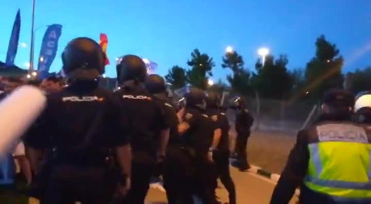 Dura carga policial contra funcionarios de prisiones