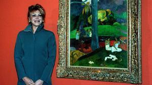 Carmen Thyssen, con el 'Mata Mua' de Gauguin, en Barcelona en 1999.