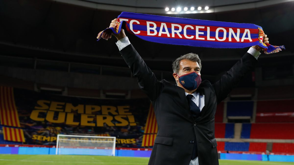Joan Laporta, sobre el césped de La Cartuja, tras el triunfo del Barça sobre el Athletic en la final de Copa.