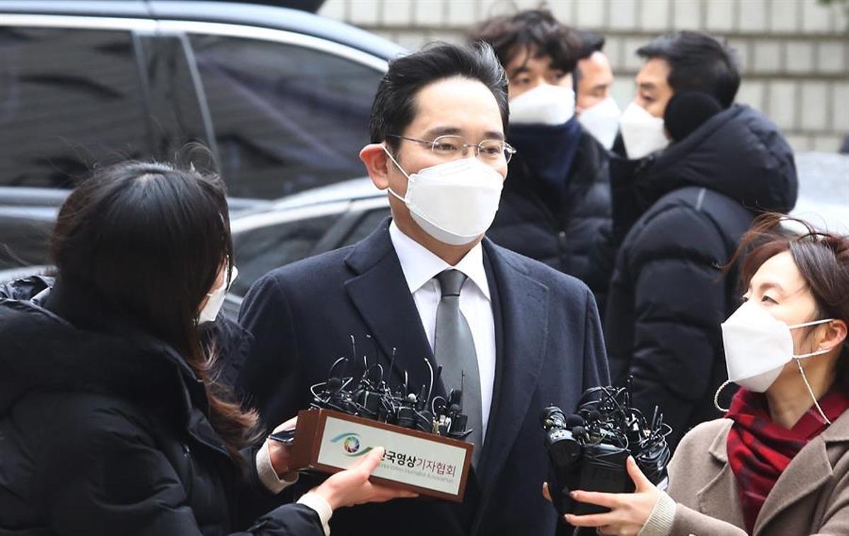 Lee Jae-yong, a su llegada al tribunal que le juzga en Seúl.