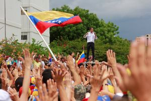 El presidente interino de Venezuela, Juan Guaidó, en un evento con sus seguidores.