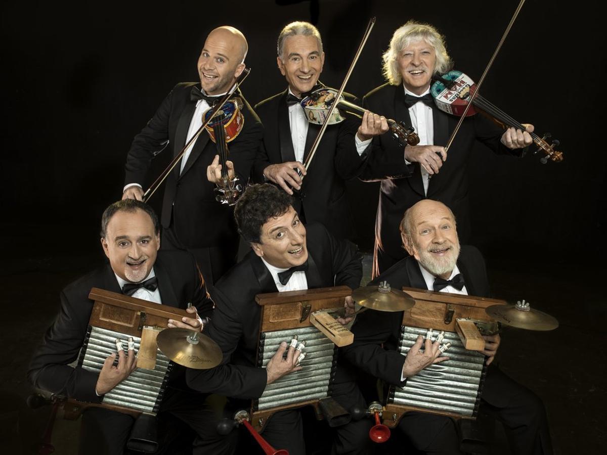 La nueva formación del grupo argentino Les Luthiers.