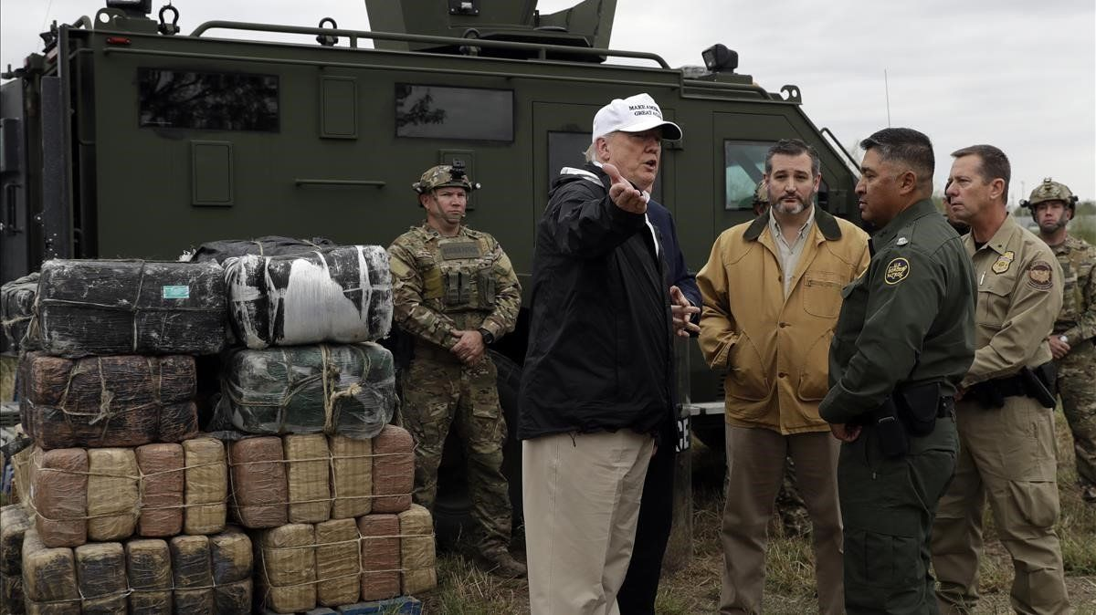 Donald Trump, durante su visita a la frontera con México en Río Grande, el 10 de enero del 2019.