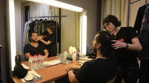 Sesión de maquillaje de Jorge de León, durante los preparativos para el estreno de 'Turandot', en el Liceu.