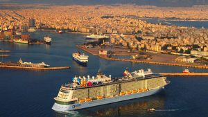 Fotografia aérea donde se ve el crucero 'Quantum of the Seas' a su llegada al puerto de Piraeus cerca a Atenas (Grecia).