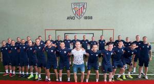 Los jugadores del Athletic, entre ellos Yeray (de blanco), con la cabeza rapada.