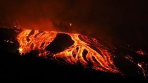 L'implacable pas per La Palma de la lava