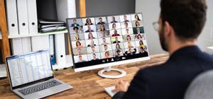 Un grupo de gente durante una videollamada