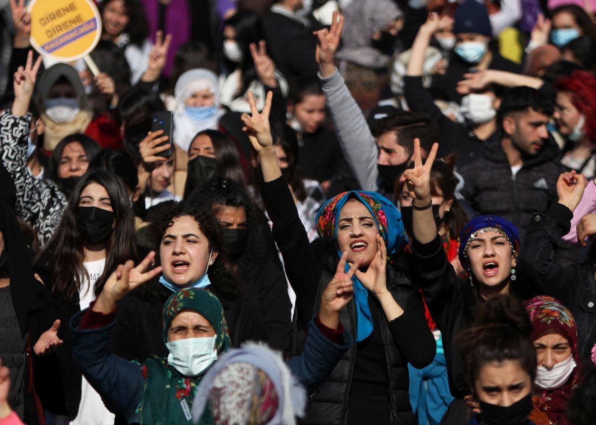 Manifestación por el Día Internacional de la Mujer en la ciudad turca de Diyarbakir.