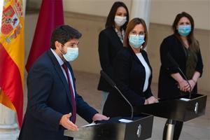 El presidente de la Región de Murcia, Fernando López Miras, y la vicepresidenta Isabel Franco, una de los tres diputados de Ciudadanos que votará en contra de la moción de censura, el 12 de marzo.