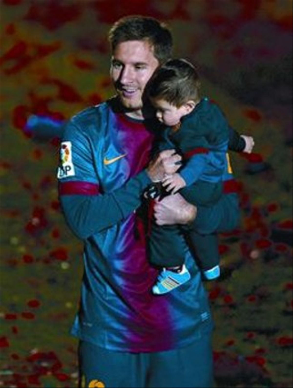 Celebración 8 Leo y su hijo Thiago festejan la última Liga.