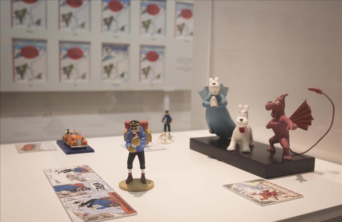 Detalles dela muestra del Museu d'Història de Catalunya sobre las influencias de la vida real que el dibujante belga Hergé trasladó a 'Tintín en el Tíbet'.