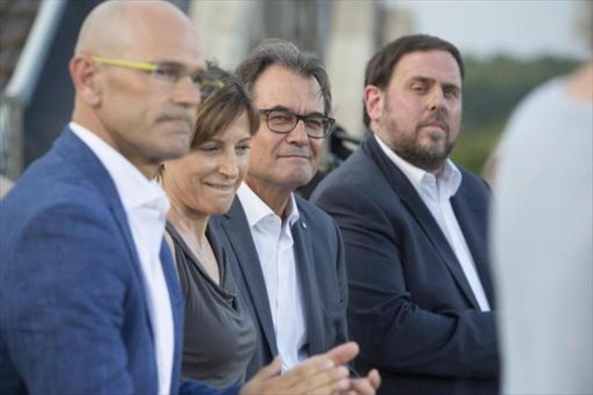Raül Romeva, Carme Forcadell, Artur Mas y OriolJunqueras, en la presentación de Junts pel Sí.