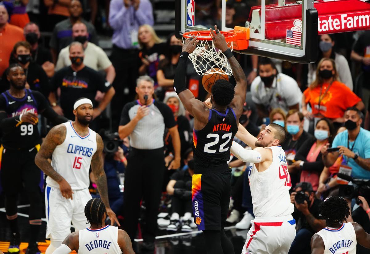 Ayton anota la canasta ganadora de los Suns ante los Clippers
