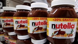 Envases de Nutella en un supermercado francés.