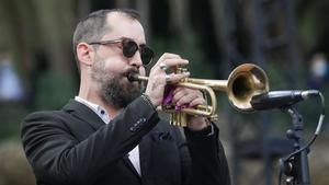 Raynald Colom durante su presentación en el Park Güell, en el marco de las fiestas de la Mercè, este jueves.
