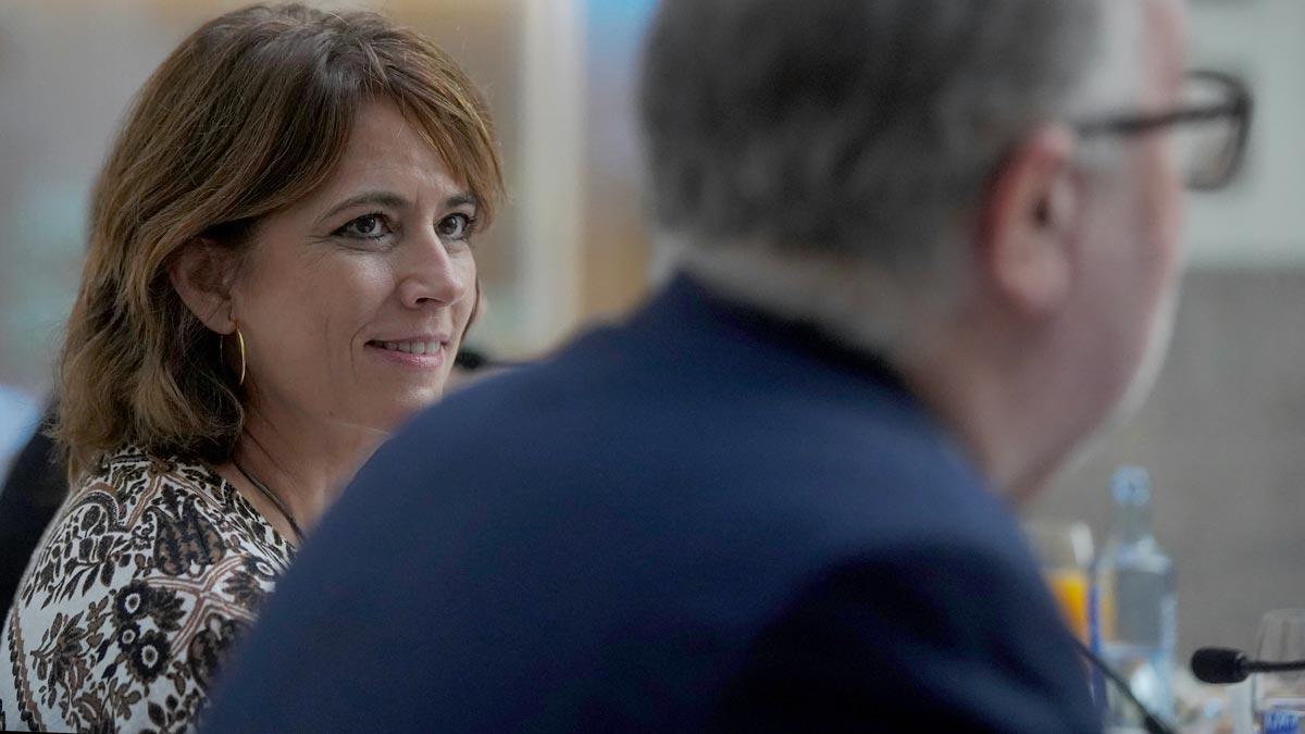 La ministra de Justicia, Dolores Delgado, cree que la filtración de las conversaciones con el excomisario Manuel Villarejo, Baltasar Garzón y otros mandos policiales -publicadas por el confidencial Moncloa.com- están atribuídas a una estrategia procesal realizada para atacar al Estado.