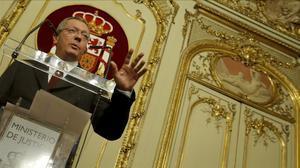 Alberto Ruiz-Gallardón, cuando era ministro de Justicia, en una comparecencia ante los medios