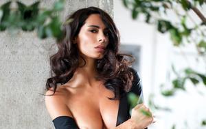 La modelo italiana Raffaella Modugno protagoniza la portada de 'Interviú' de esta semana.
