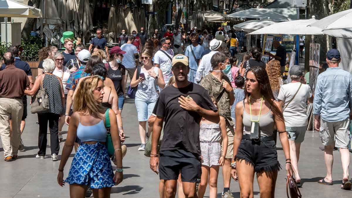 Turistas en La Rambla, a finales de agosto.