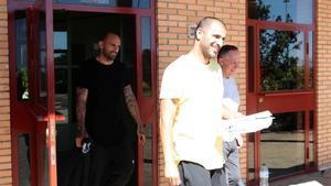 Carlos Aranda y Raúl Bravo abandonan la prision de Zuera.
