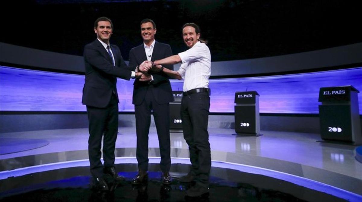 Rivera e Iglesias atacan a Sánchez y este busca a un Rajoy ausente en el primer debate