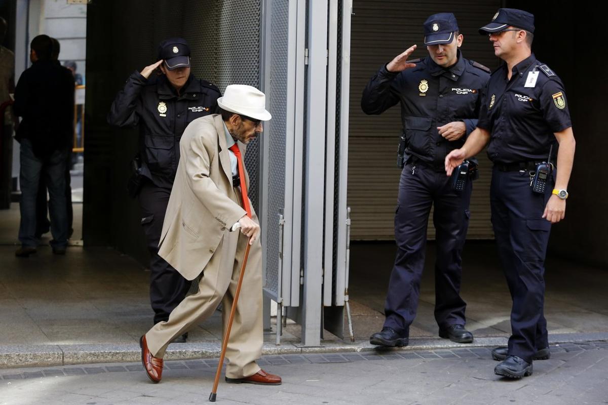 El magistrado Alfonso Guevara, saliendo de la Audiencia Nacional el 1 de octubre de 2014.