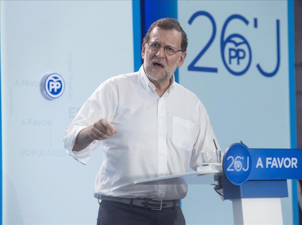 El presidente del Gobierno en funciones y candidato del PP, Mariano Rajoy, durante un mitin.