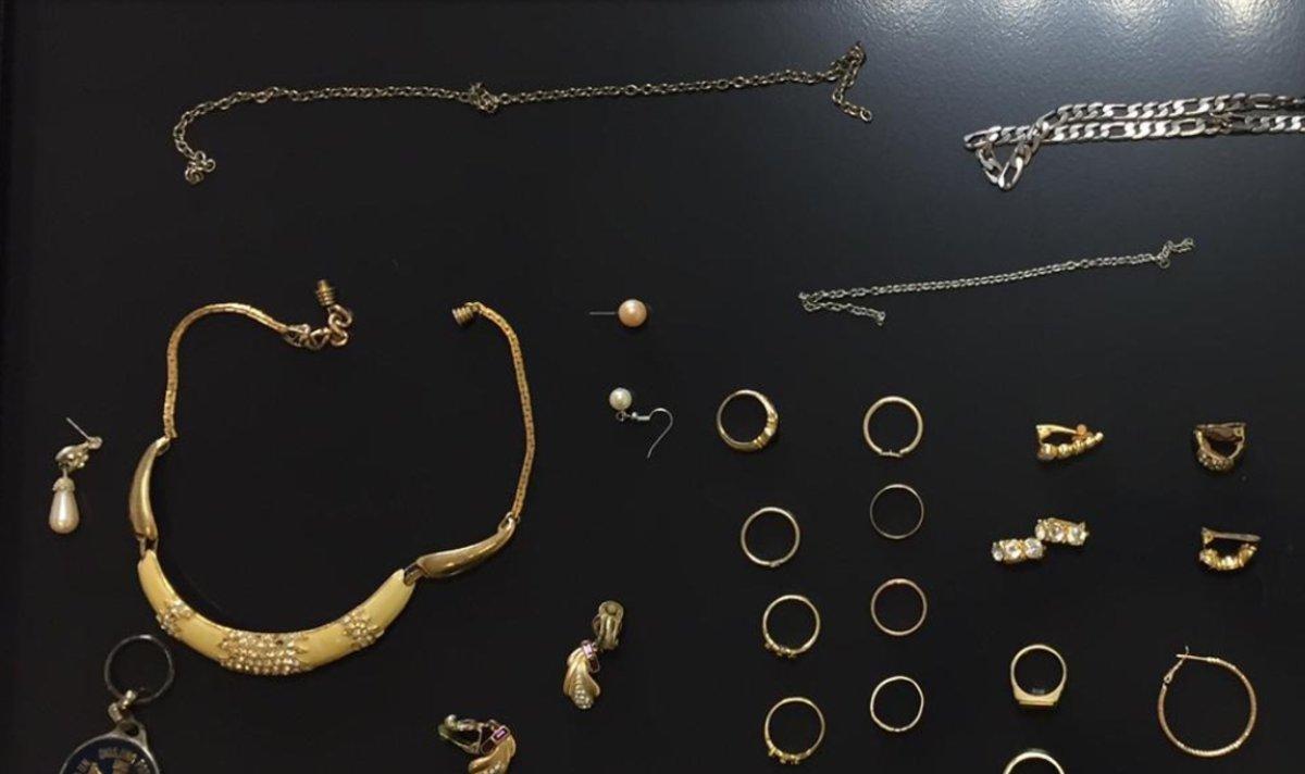 Las joyas intervenidas por los Mossos d'Esquadra.